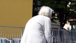 Gattatico figli anziana freddo