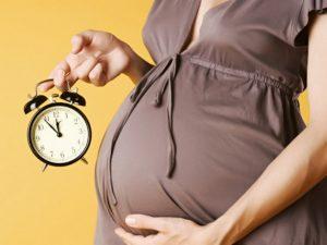 Parto a termine neonato rischi