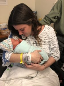 Malata di cancro partorisce una bimba