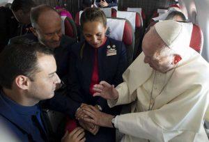 Matrimonio in volo: il celebrante è Papa Francesco