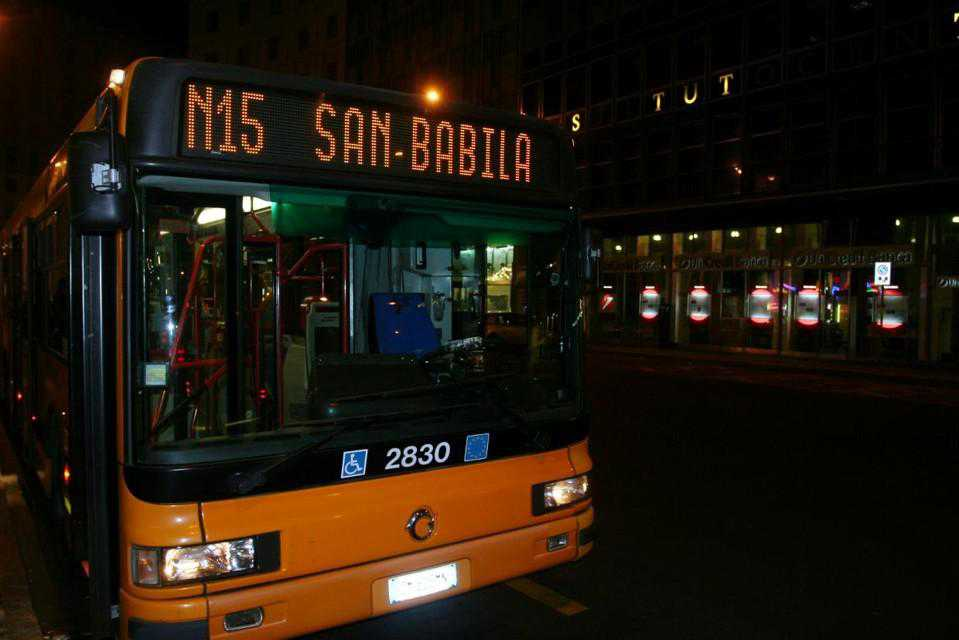 Milano, minorenni picchiano autista
