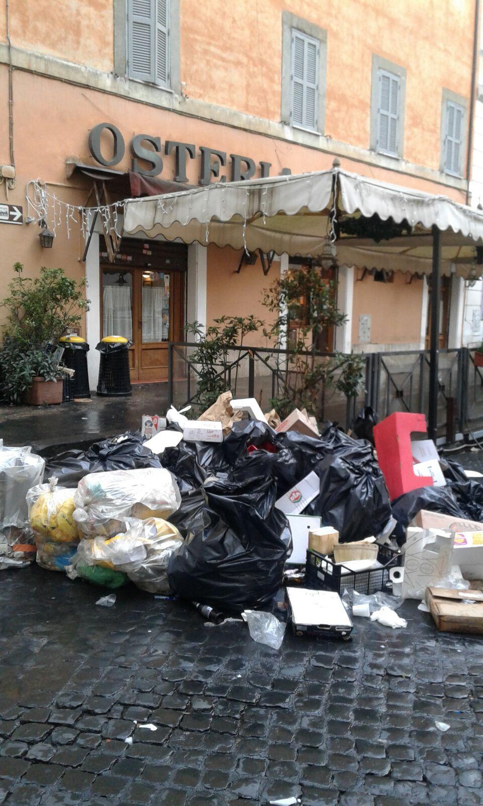 Roma spazzatura Trastevere