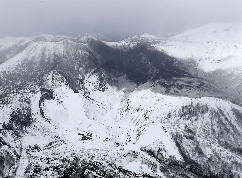Giappone, vulcano erutta: la morte di un soldato
