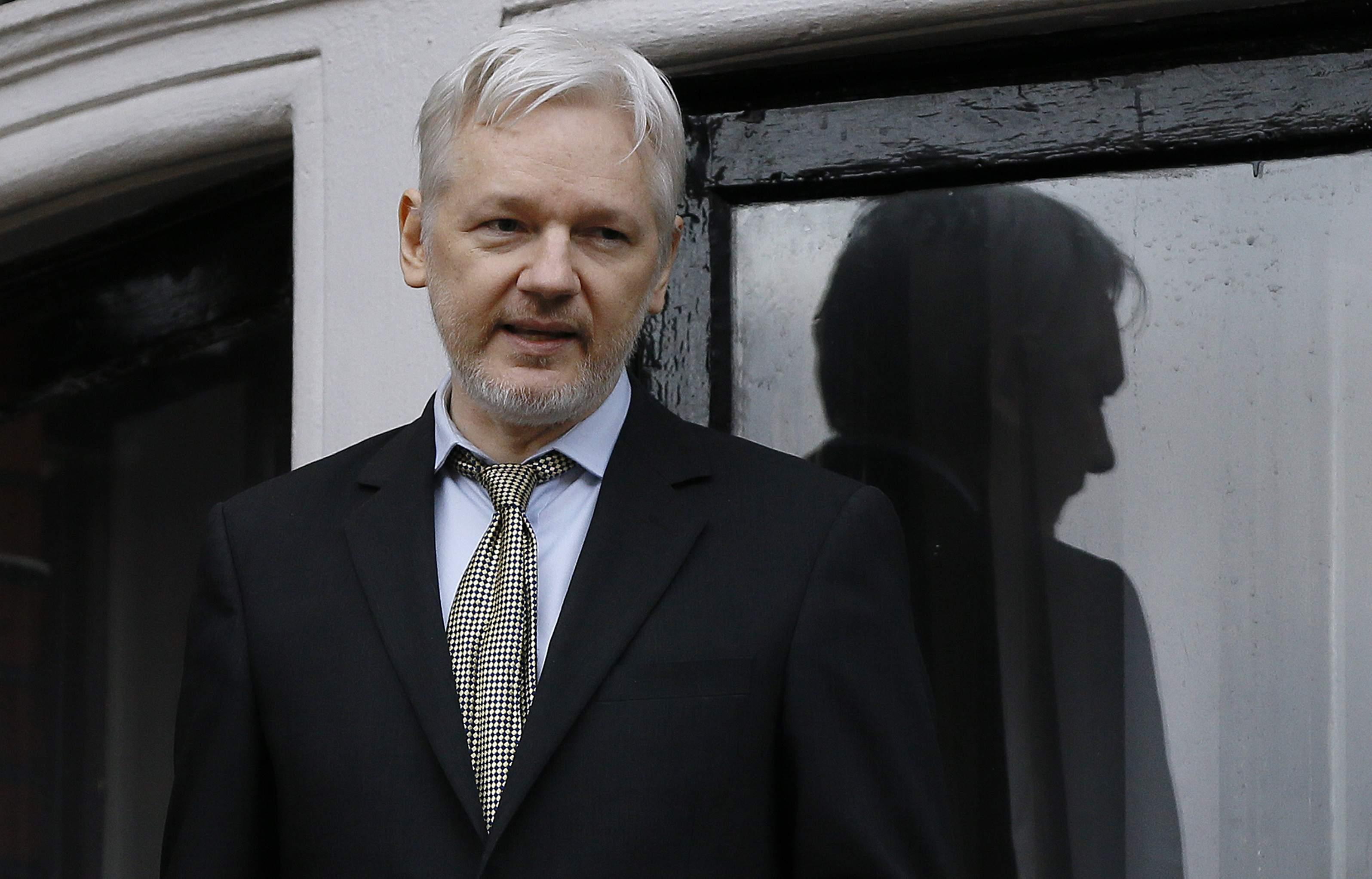 Julian Assange non si lava mai