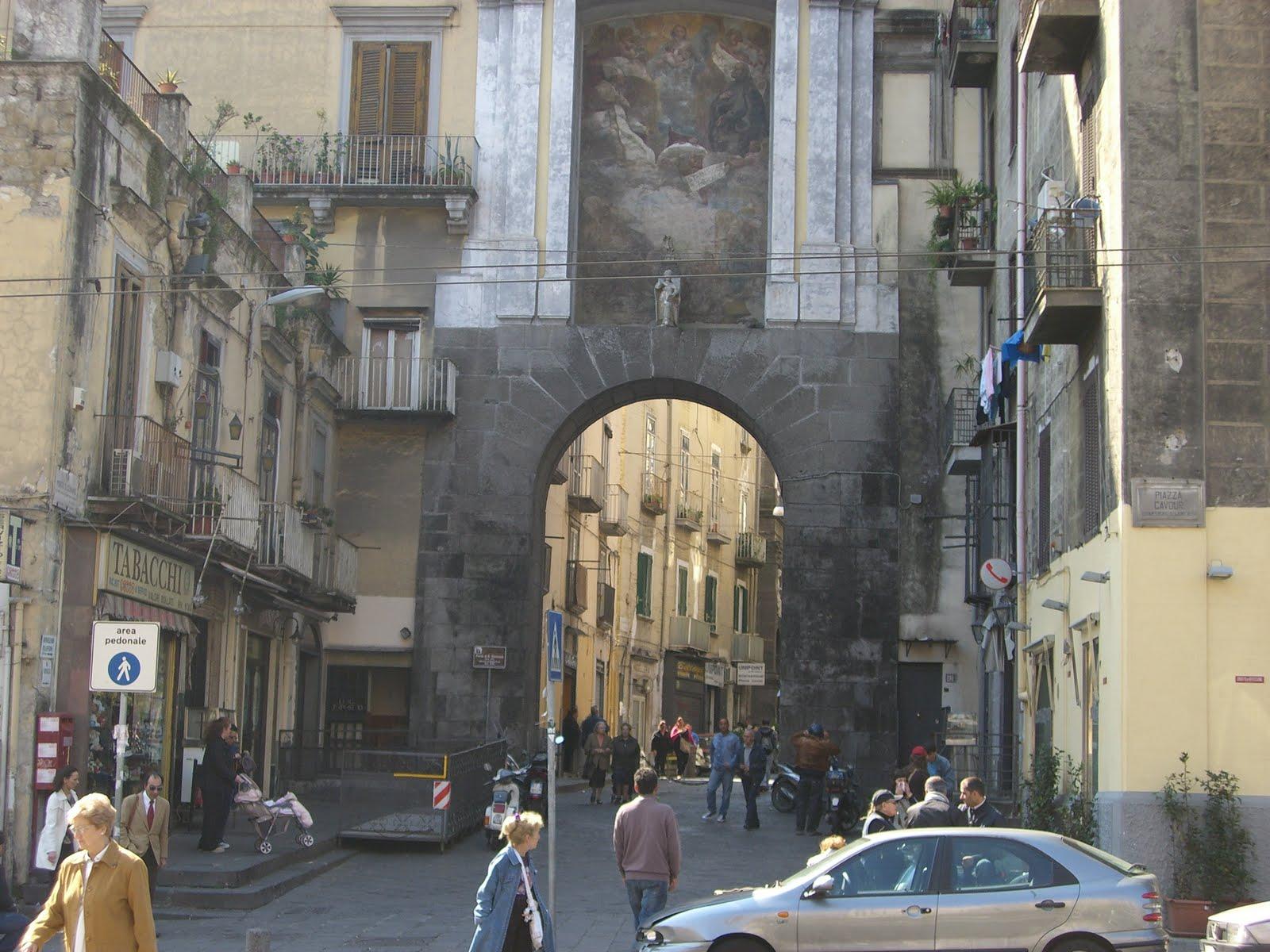 Napoli, donna muore in un incendio