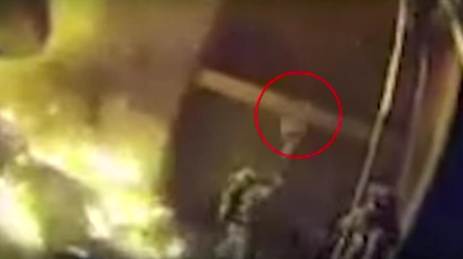 Usa, scoppia incendio: bimbo preso dal pompiere