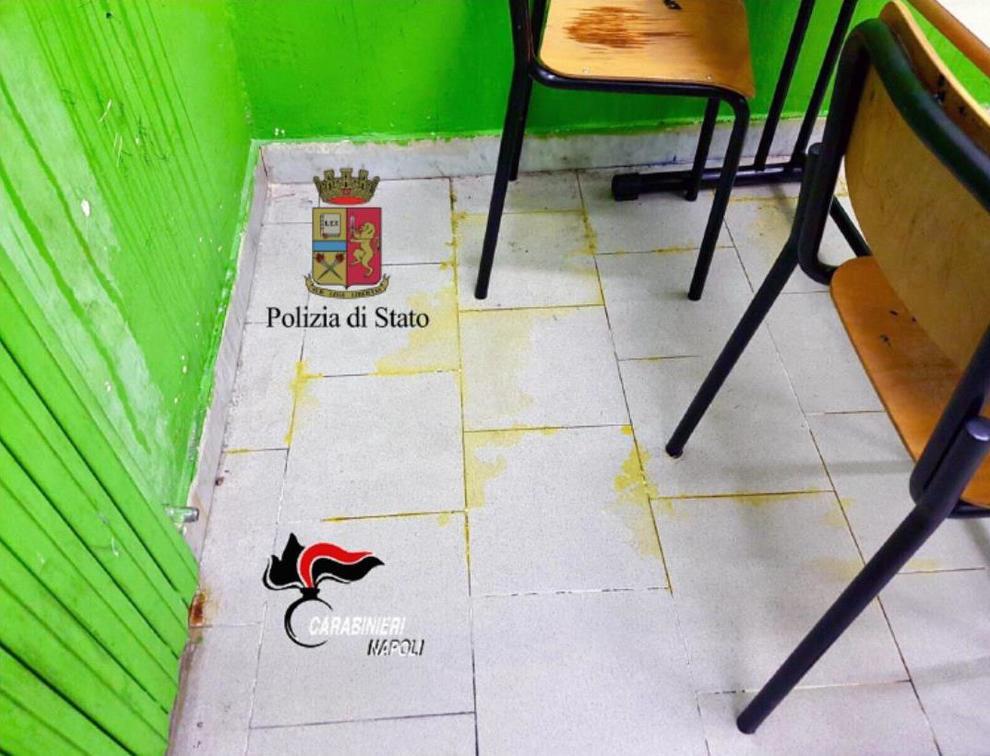 Napoli, acido nella scuola di Fuorigrotta