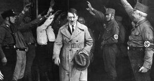 Adolf Hitler intervistato dal giornalista italiano De Benedetti