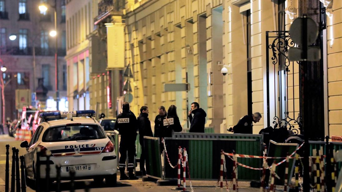 Gioielli rubati all'hotel Ritz di Parigi