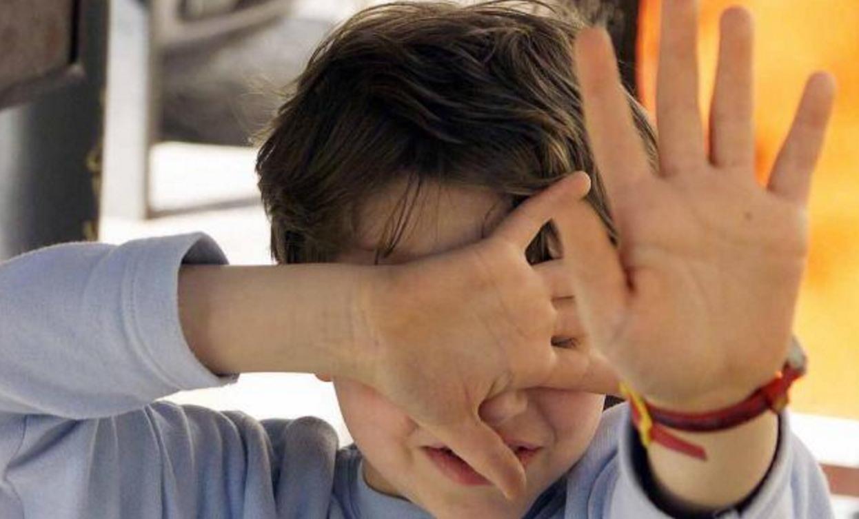 Abusi su bimbo autistico: shock a Polistena