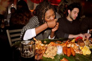 mangiare-con-le-mani-benefici