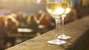 Bere-vino-con-moderazione-per-il-benessere-cerebrale