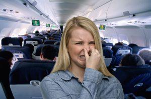flatulenza-aereo-atterraggio-emergenza