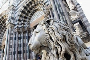 Genova-danni-cattedrale-selfie