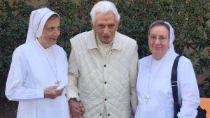 Papa-Ratzinger-fratello-preoccupato