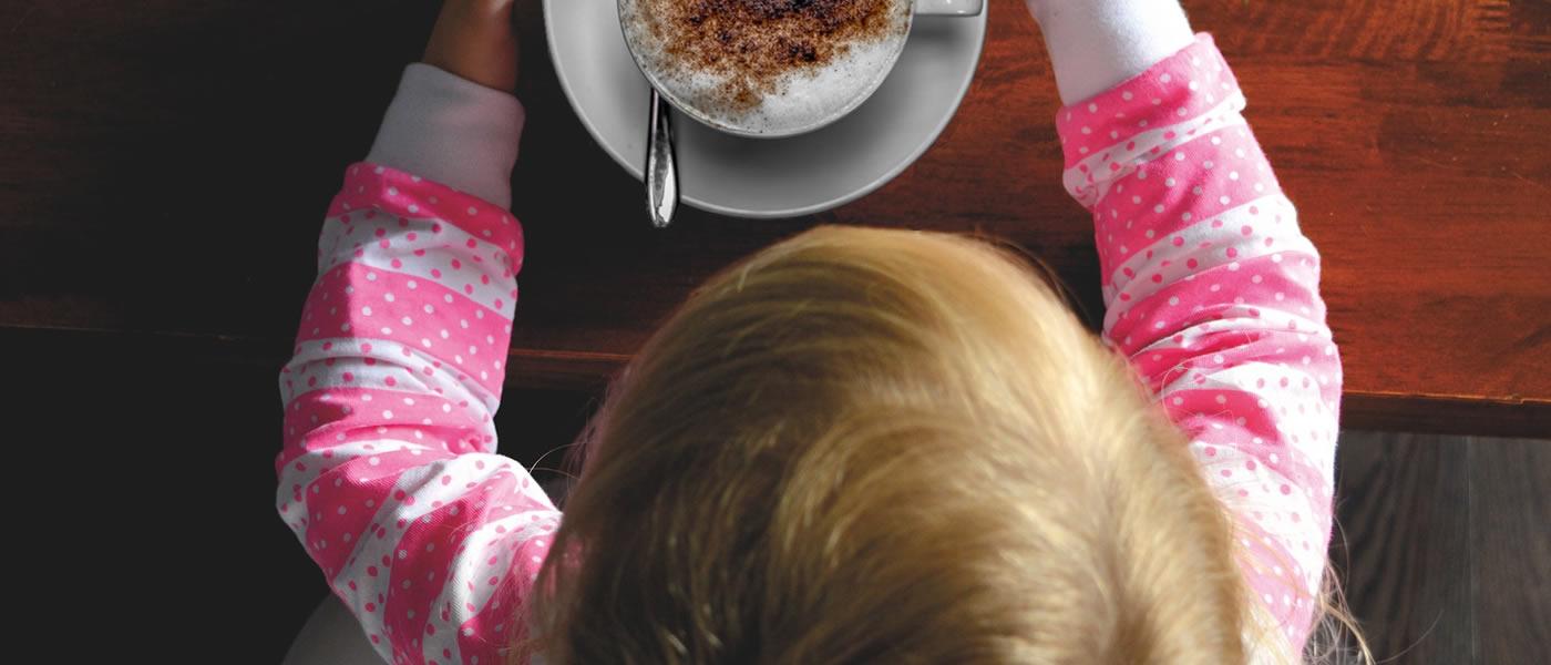 caffeina-adolescenti-rischi