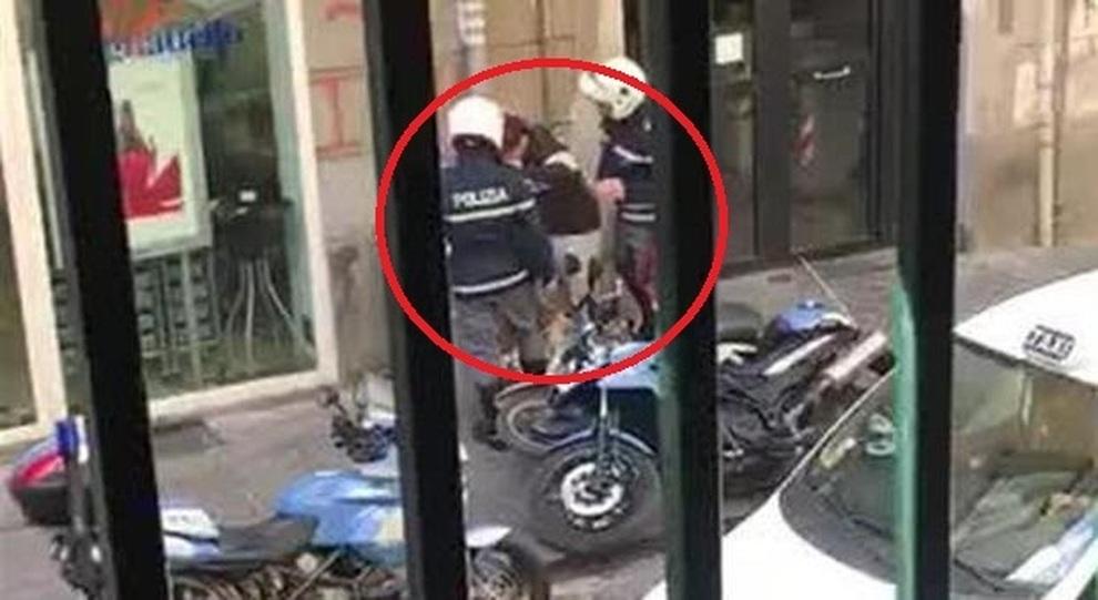 poliziotti-aggressione-napoli