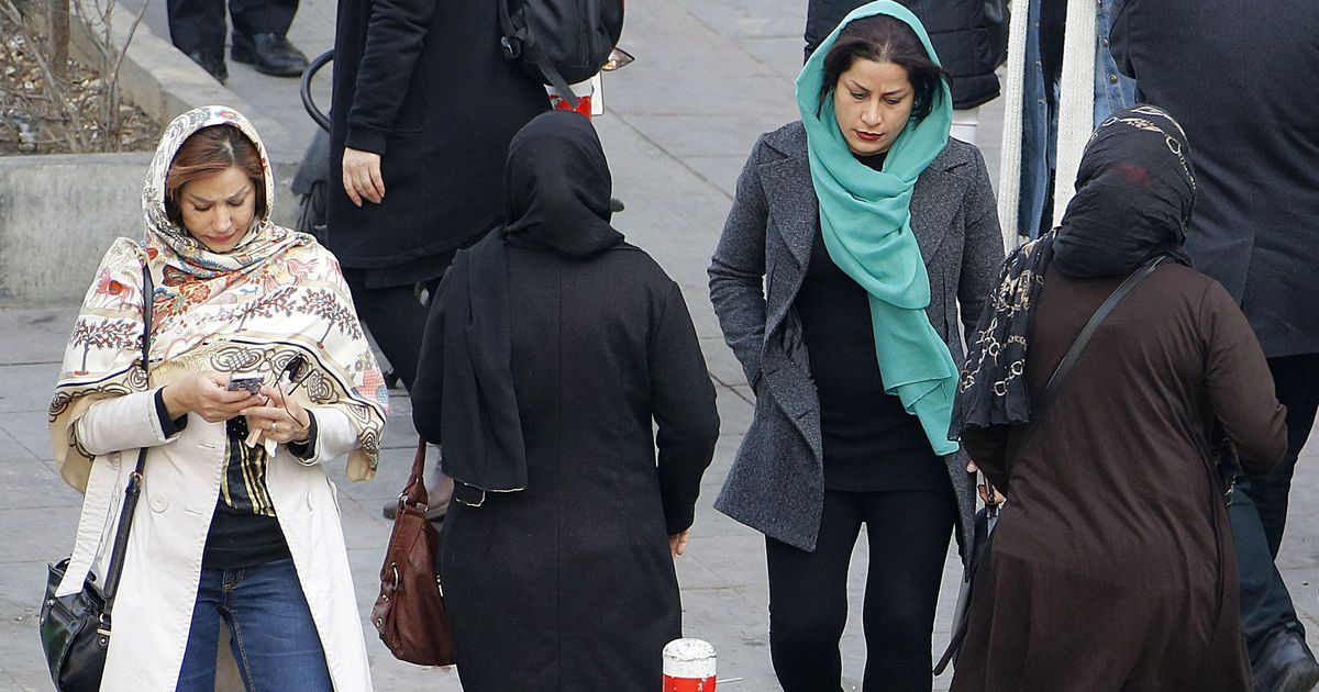 iran-ragazza-aggredita-velo