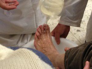 preti-lavanda-piedi-immigrati