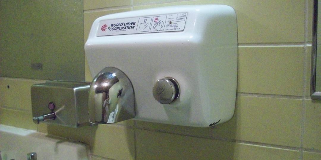 asciugamani-aria-pericoli-batteri