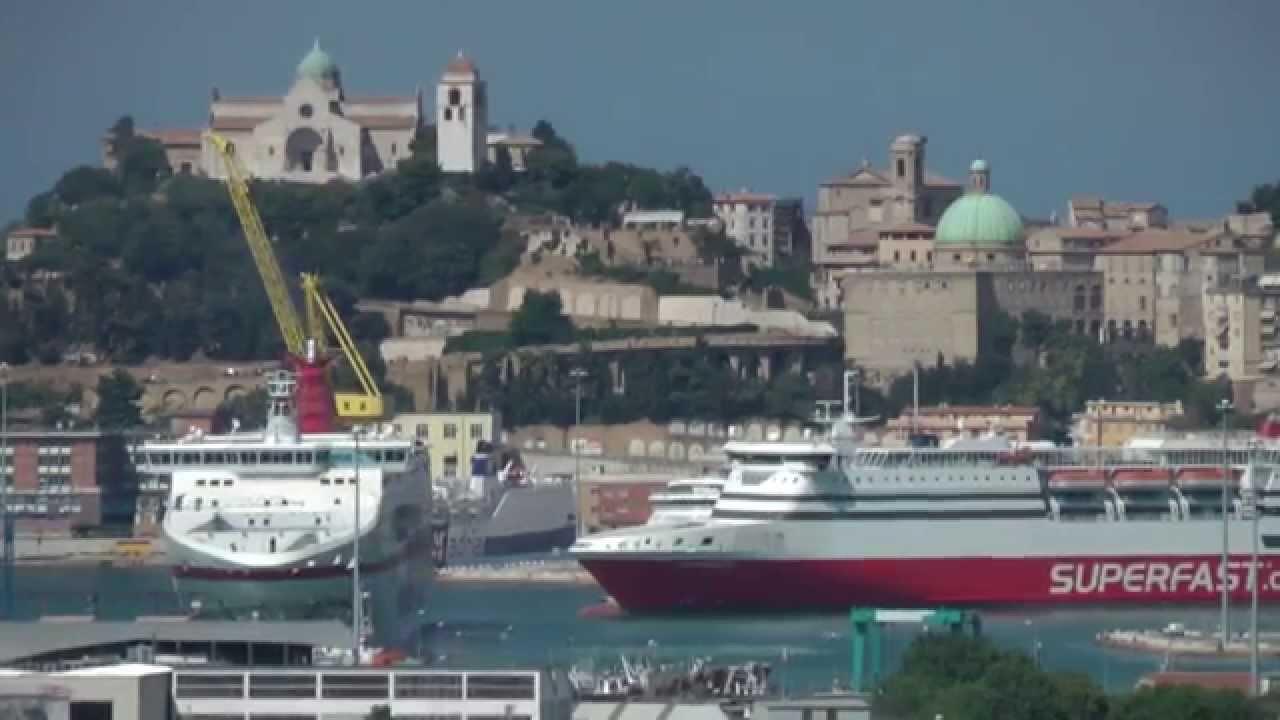 ancona-traghetto-acqua-nordafricano