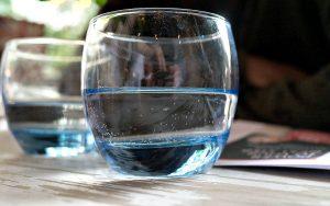 bere-8-bicchieri-acqua-giorno