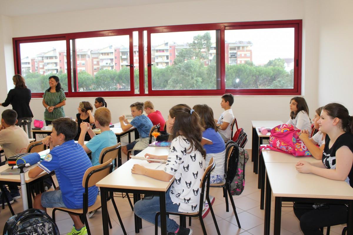 Minigonne vietate nella scuola media: circolare Moncalieri
