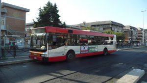 Roma, ragazza palpeggiata da marocchino sul bus