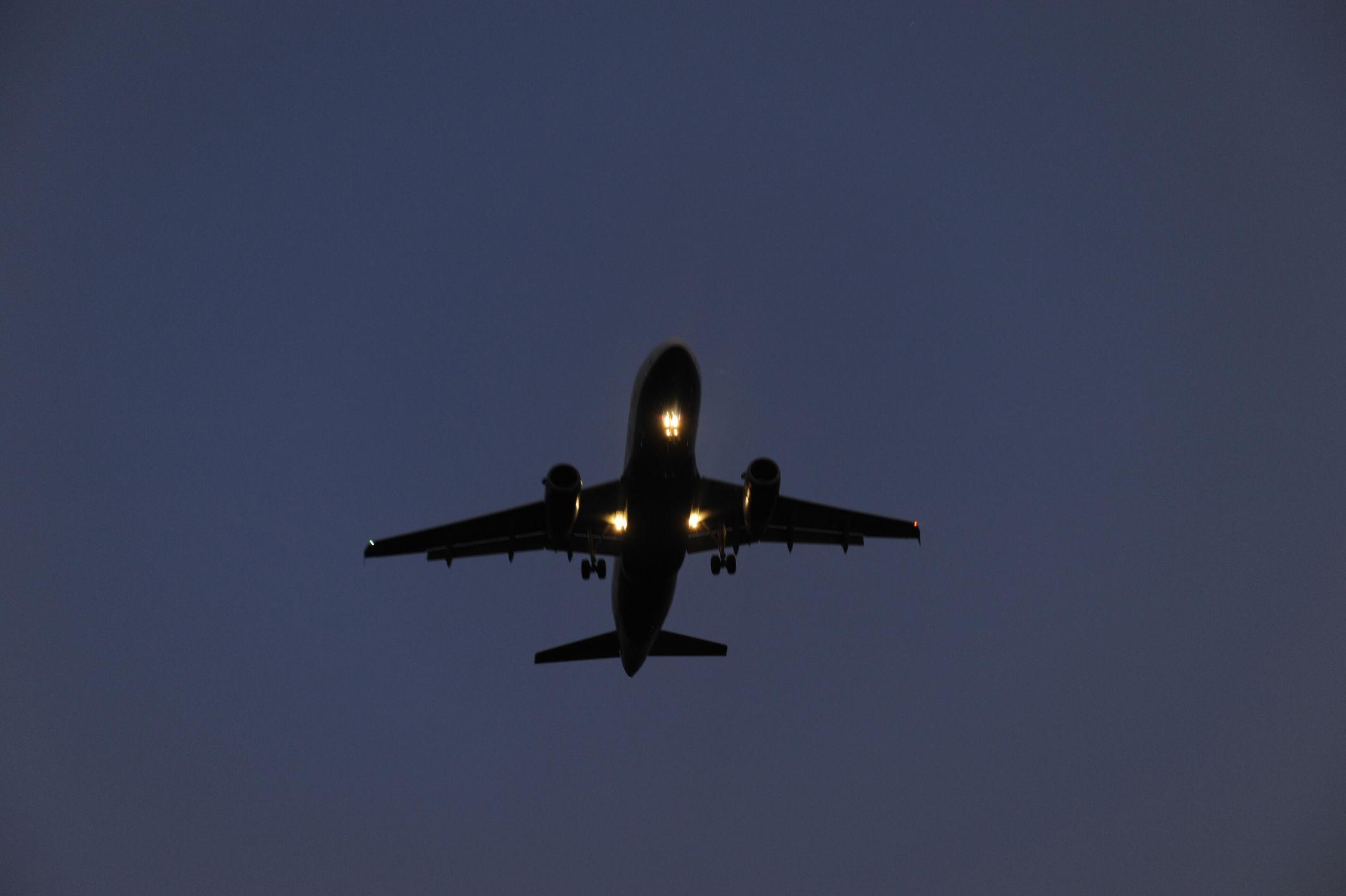 Bristol, aereo fa test e vola vicino alle case
