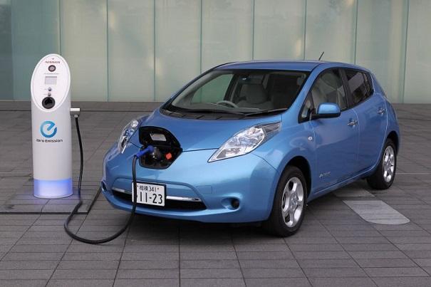 quanto costa auto elettrica
