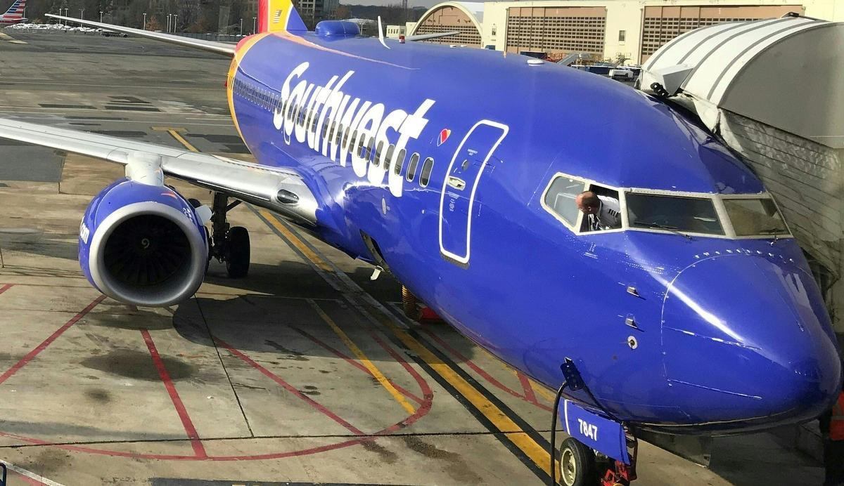 Finestrino rotto in volo: aereo costretto ad atterrare