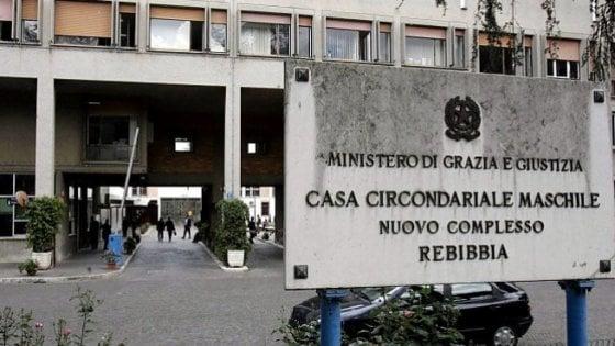 Rebibbia, detenuta getta i figli dalle scale della prigione: uno è morto