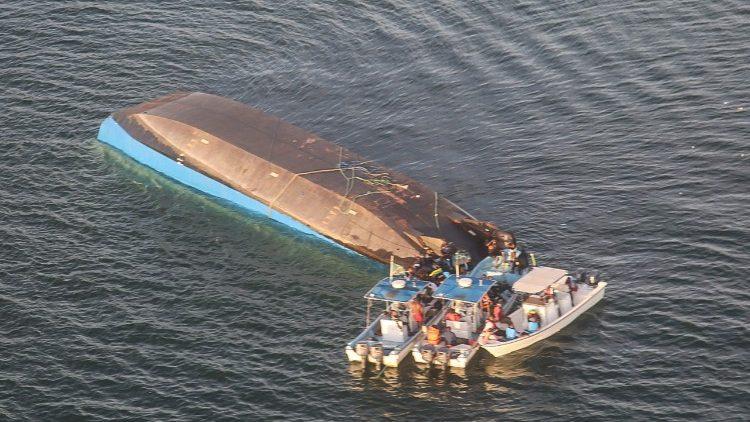 Lago Vittoria: affonda traghetto, 196 morti