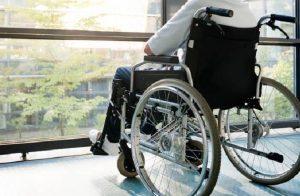 Alzati e cammina: paralitico torna a camminare