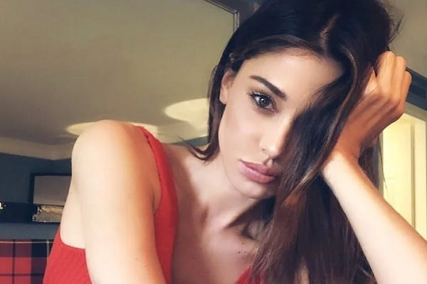 Belen Rodriguez single compleanno Imparate ad amare