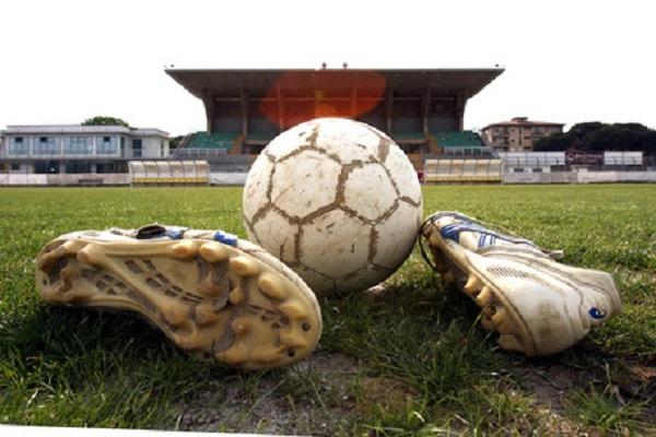 Dipendente in malattia gioca a calcio: licenziato e reintegrato