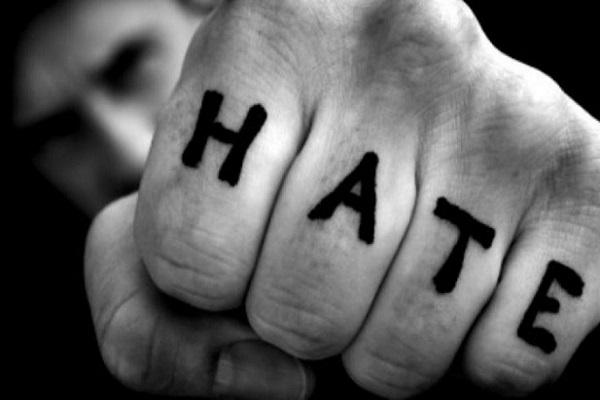Frasi razziste su Facebook, condannati quattro italiani