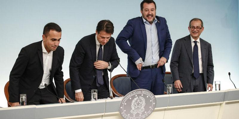 Manovra, scontro tra Salvini, Juncker e Di Maio