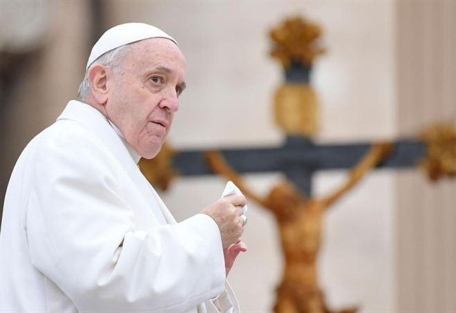 """Papa Francesco contro l'aborto: """"E' come affittare un sicario"""""""