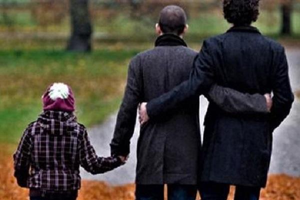 Bambina con due padri, nata con la gestazione per altri