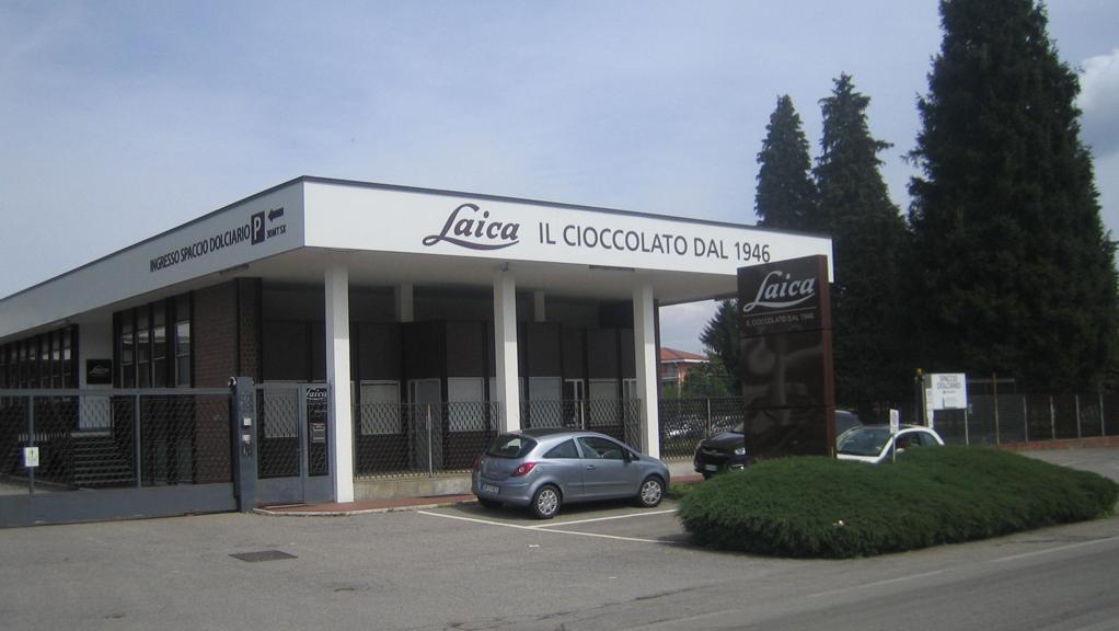 Novara, lite tra colleghe: donna picchiata con stecca di cioccolato