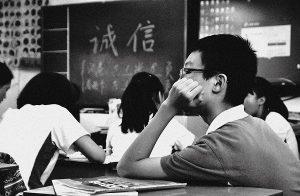 Cina: studente malato di cancro allontanato dalla classe