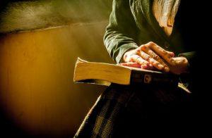 Padre Nostro e Gloria: la CEI approva la nuova versione delle preghiere