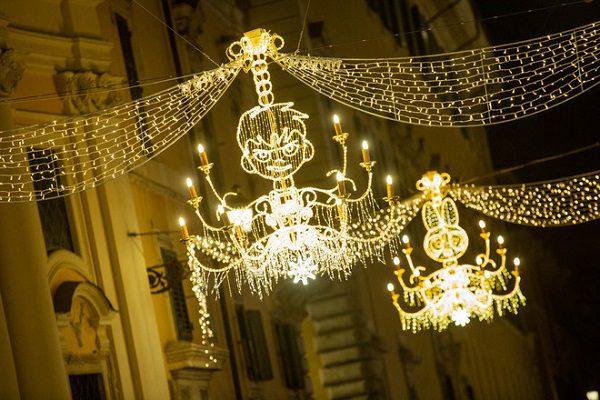 Natale cartoni animati protagonisti per le luminarie
