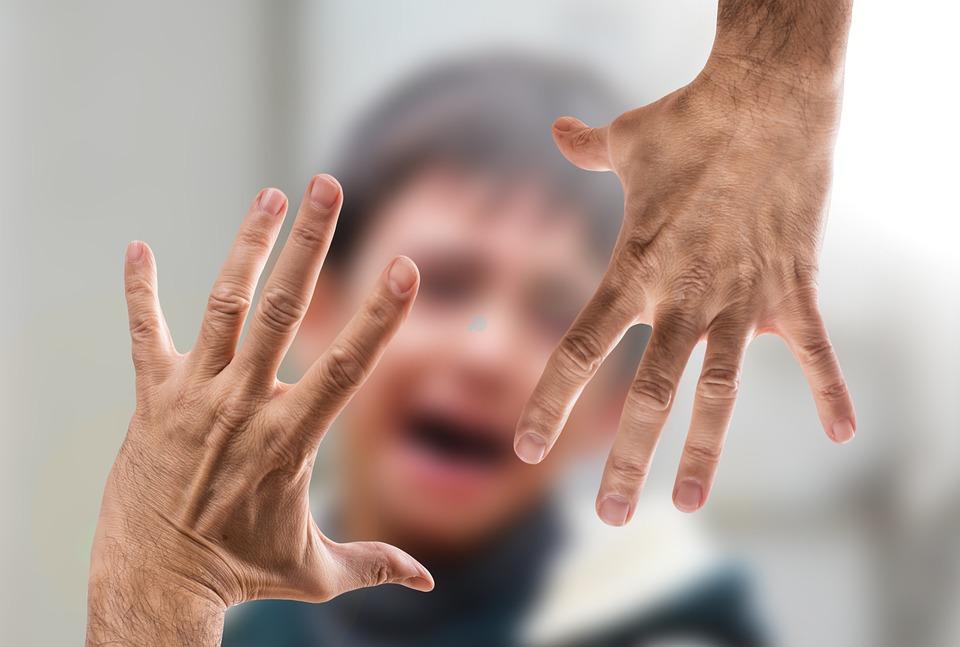 bambino maltrattamenti violenza matrigna