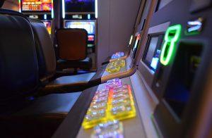 slot gioco dipendenza ludopatia prete