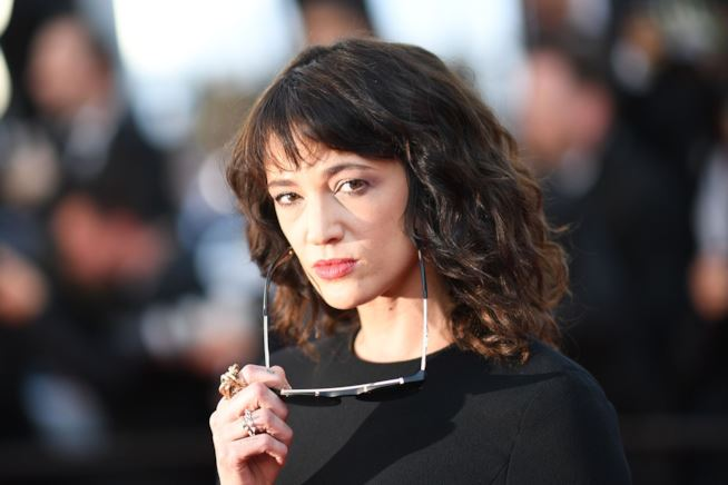 Asia Argento chiude l'account Twitter Troppe cattiverie