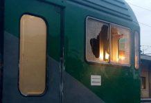 Follia a bordo di un treno, passeggero fermato dopo aver sfondato un vetro