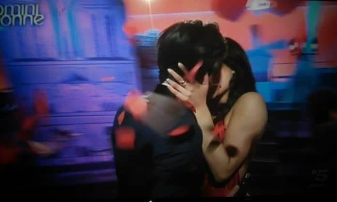 Uomini e Donne nella bufera dopo un bacio?