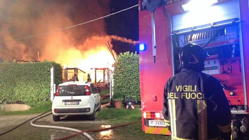 ostia incendio in un 39 abitazione di via delle azzorre